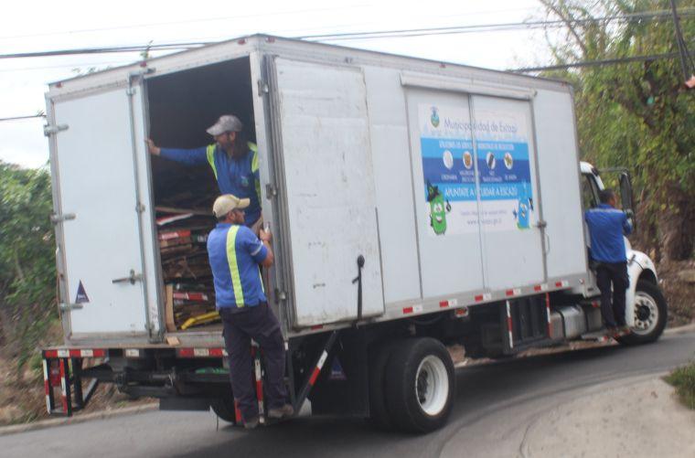 Residentes de Escazú pueden obtener ecolones con solo entregar su reciclaje al servicio de recolección municipal