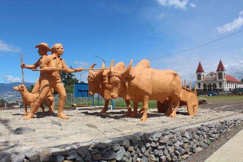 <em>Editar Noticia</em> Monumento al Boyeo y la Carreta Costarricense se inauguró en Escazú